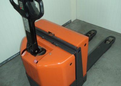 BT 1,8 ton tweedehands elektrische pallettruck - achterkant