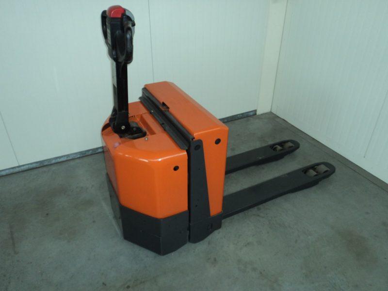 BT 1,8 ton tweedehands elektrische pallettruck - zijkant