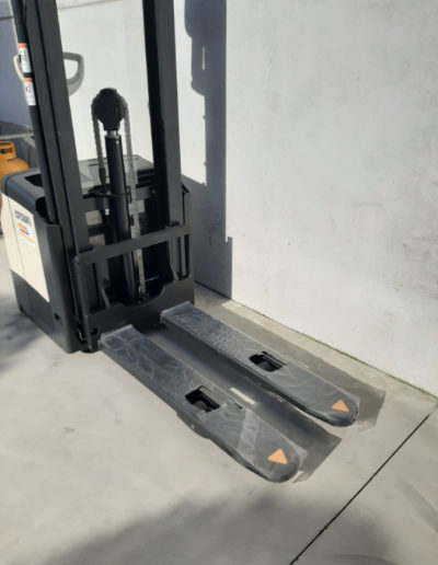 Crown 1,6 ton elektrische stapelaar - vorkenbord