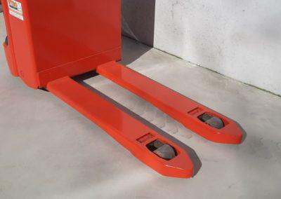 Linde 2 ton tweedehands elektrische pallettruck - vorkenbord