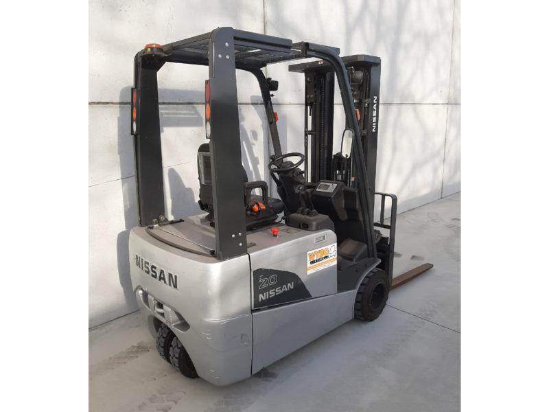 Nissan 2 ton tweedehands heftruck - zijkant