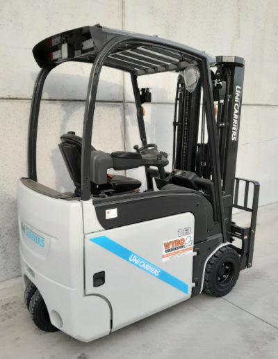 UniCarriers 1,8 ton heftruck - zijkant