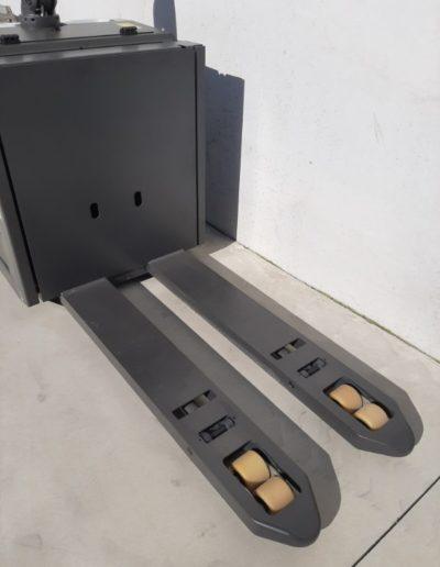 UniCarriers 2 ton elektrische pallettruck - vorkenbord