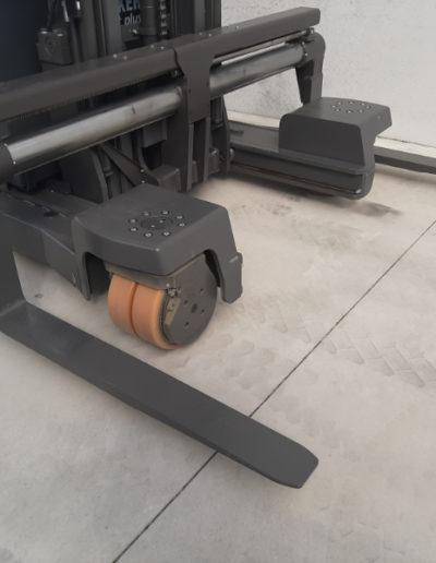 UniCarriers 2 ton zijlader - zijdelings rijden