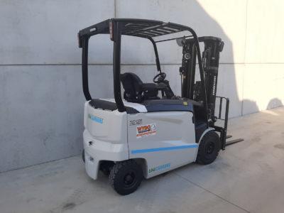 2,5 ton elektrische heftruck - zijkant