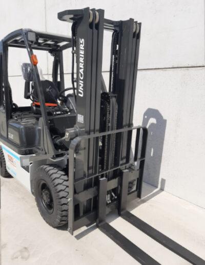 UniCarriers 2,5 Ton diesel heftruck - mast