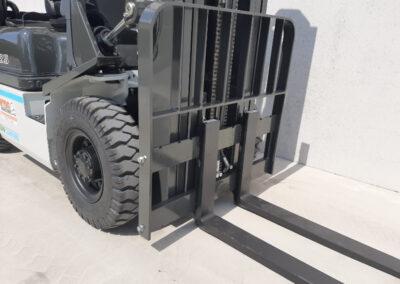 UniCarriers 2,5 Ton diesel heftruck - vorkenbord