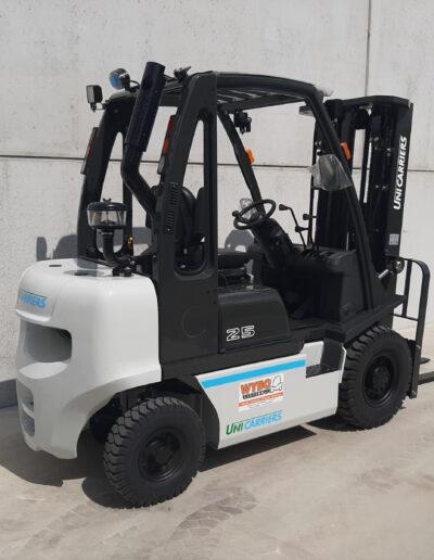 UniCarriers 2,5 Ton diesel heftruck - zijkant