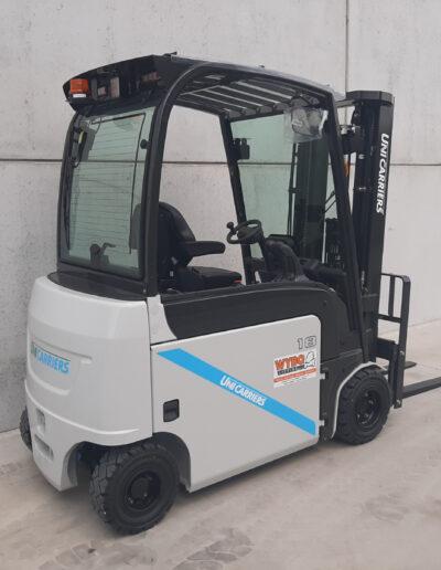 UniCarriers 1,8 ton elektrische heftruck - zijkant