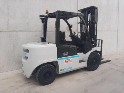 UniCarriers 5 ton heftruck - zijkant