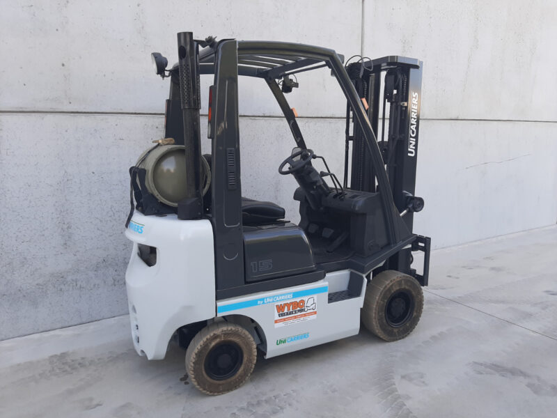1,5 ton 2dehands LPG heftruck - Zijkant