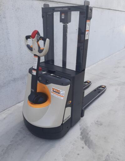2 ton elektrische stapelaar - achterkant