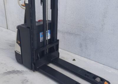 2 ton elektrische stapelaar - mast