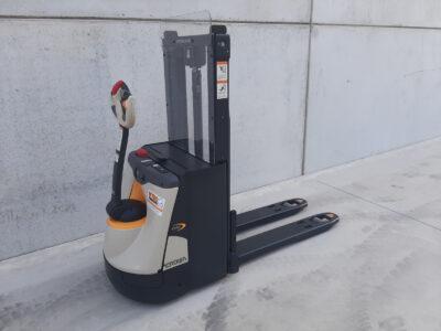 2 ton elektrische stapelaar - zijkant