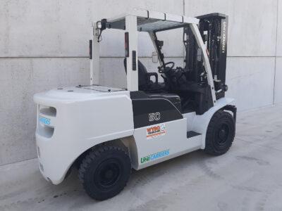 5 ton 2dehands Diesel heftruck - zijkant