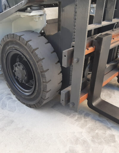 2,5 Ton 2dehands LPG heftruck - vorkenbord