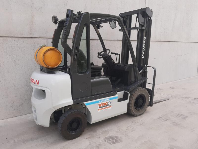 2,5 ton 2dehands LPG heftruck - zijkant