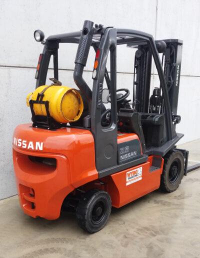 Nissan 2,5 ton 2de hands heftruck - zijkant