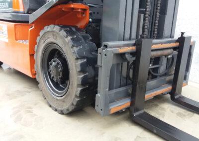 Nissan 2,5 ton tweede hands heftruck - zijkant