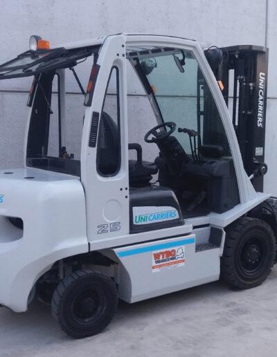2,5 Ton tweedehands diesel heftruck - zijkant