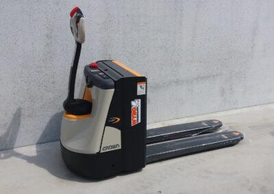 Crown 2 Ton elektrische hoogheffer - zijkant