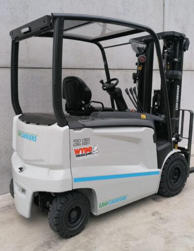 UniCarriers 2,5 ton elektrische heftruck - zijkant