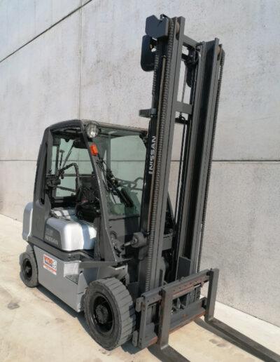 Nissan 2,5 ton 2de hands diesel heftruck - mast