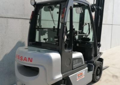 Nissan 2,5 ton 2dehands diesel heftruck - achterkant