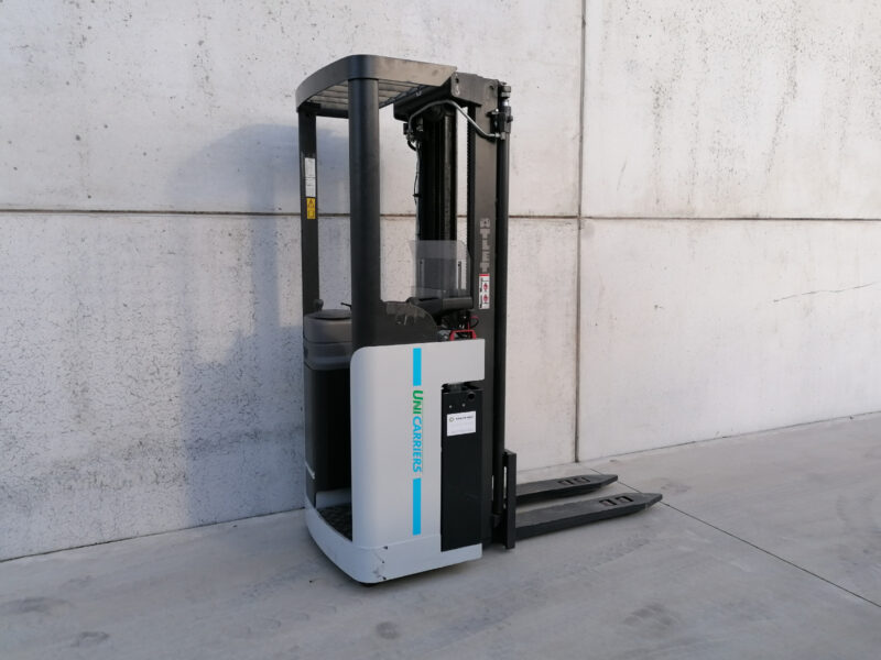 1,6 Ton tweedehands compacte elektrisch instaande stapelaar Nissan_UniCarriers - zijkant