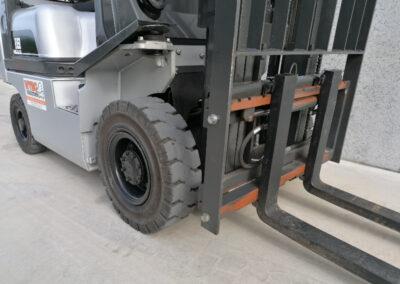 1,8 Ton tweedehands LPG heftruck - vorkenbord ( sideshift )
