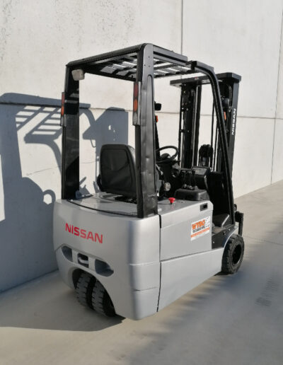 1,8 Ton tweedehands Nissan elektrische heftruck - achterkant