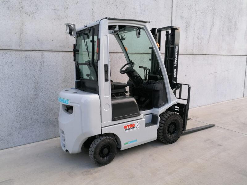 UniCarriers 1,8 Ton Diesel heftruck - zijkant