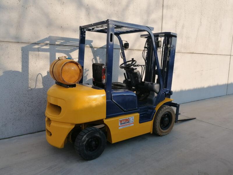 Komatsu 2,5 Ton tweedehands LPG heftruck - zijkant