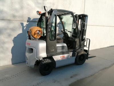 Nissan 2,5 Ton 2dehands LPG heftruck - zijkant