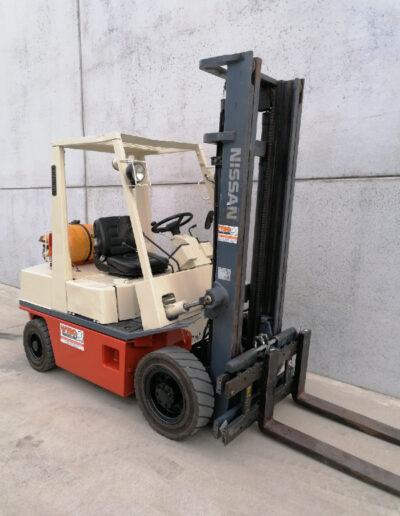 Nissan 2,5 ton 2dehands LPG heftruck - mast