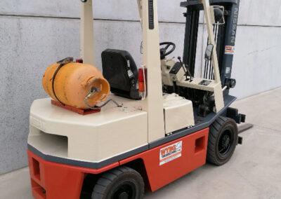 Nissan 2,5 ton tweede hands LPG heftruck - zijkant