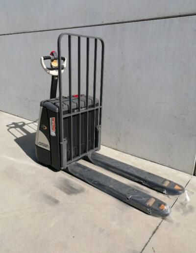 Crown 2 ton elektrische transpallet - voorkant