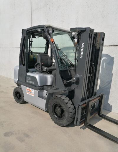 Nissan 2,5 ton lpg heftruck - mast