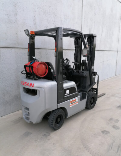 Nissan 1,8 ton 2dehands LPG heftruck - achterkant