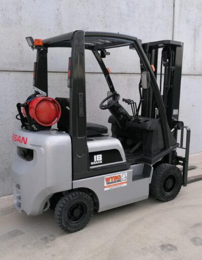 Nissan 1,8 ton tweedehands LPG heftruck - zijkant