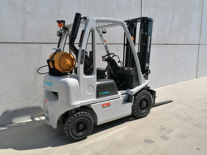 Nissan 2 ton tweedehands LPG heftruck - zijkant