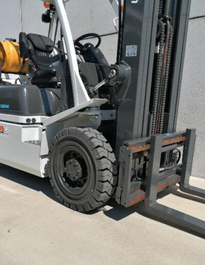 Nissan-UniCarriers 2 ton 2de hands LPG heftruck - voorbouw