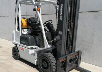 Nissan-UniCarriers 2 ton 2dehands LPG heftruck - mast