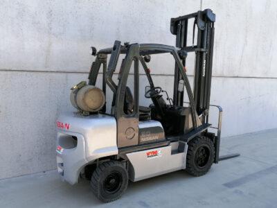 Nissan 3 Ton tweedehands LPG heftruck - zijkant