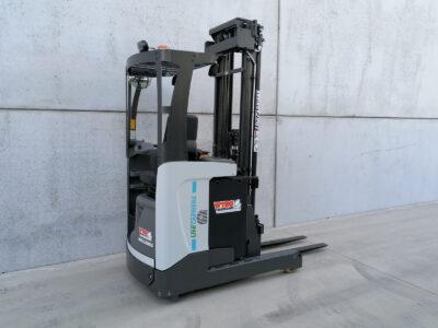 UniCarriers 1,4 ton nieuwe elektrische reachtruck - zijkant